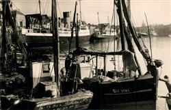 13491233 Dieppe_Seine-Maritime Bateaux de Pêche et Paquebots Dieppe Seine-Mariti