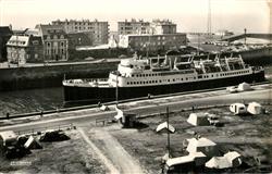 13491244 Dieppe_Seine-Maritime Entrée du Bateau Lisieux dans le chenal Dieppe Se