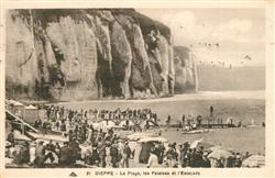 13551691 Dieppe_Seine-Maritime La plage les falaises et l'Estacade Dieppe Seine-