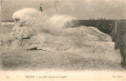 13558083 Dieppe_Seine-Maritime La Jetée un jour de tempête Dieppe Seine-Maritime