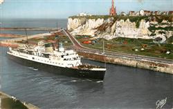 13590814 Dieppe_Seine-Maritime Le Brighton passe hauteur de Bon Secours Dieppe S