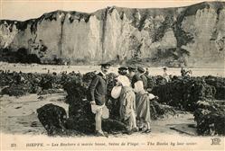 13484846 Dieppe_Seine-Maritime Les Rochers a maree basse Scene de Plage  Dieppe