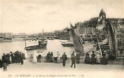 13326690 Le_Treport Bateau de Dieppe entrant dans le port Le_Treport